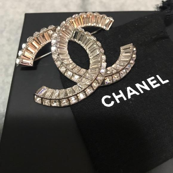 CHANEL Jewelry - Beautiful elegant Chanel diamond brooch